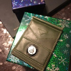 Green leather golf moneyclip flip wallet pelican